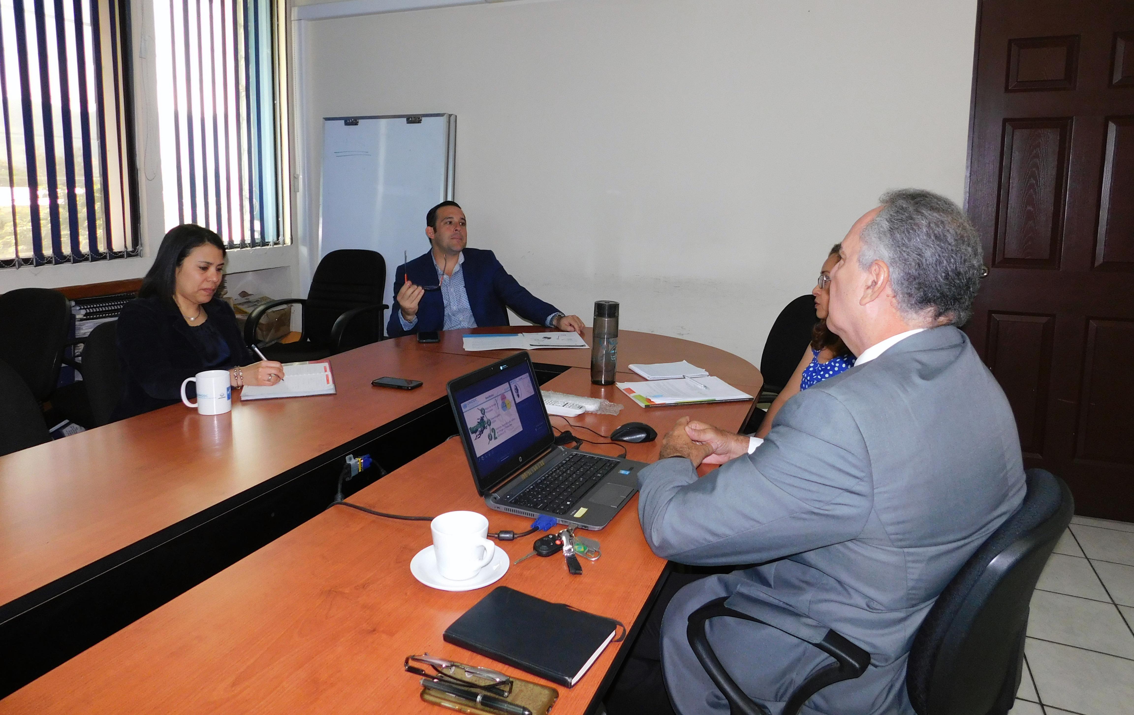 Director Ejecutivo de la Comisión Nacional Antidrogas,  en reunión con Ricardo G…