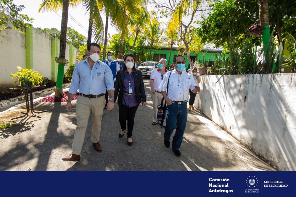 Directores de CNA y FOSALUD visitan Centro Residencial La Esperanza