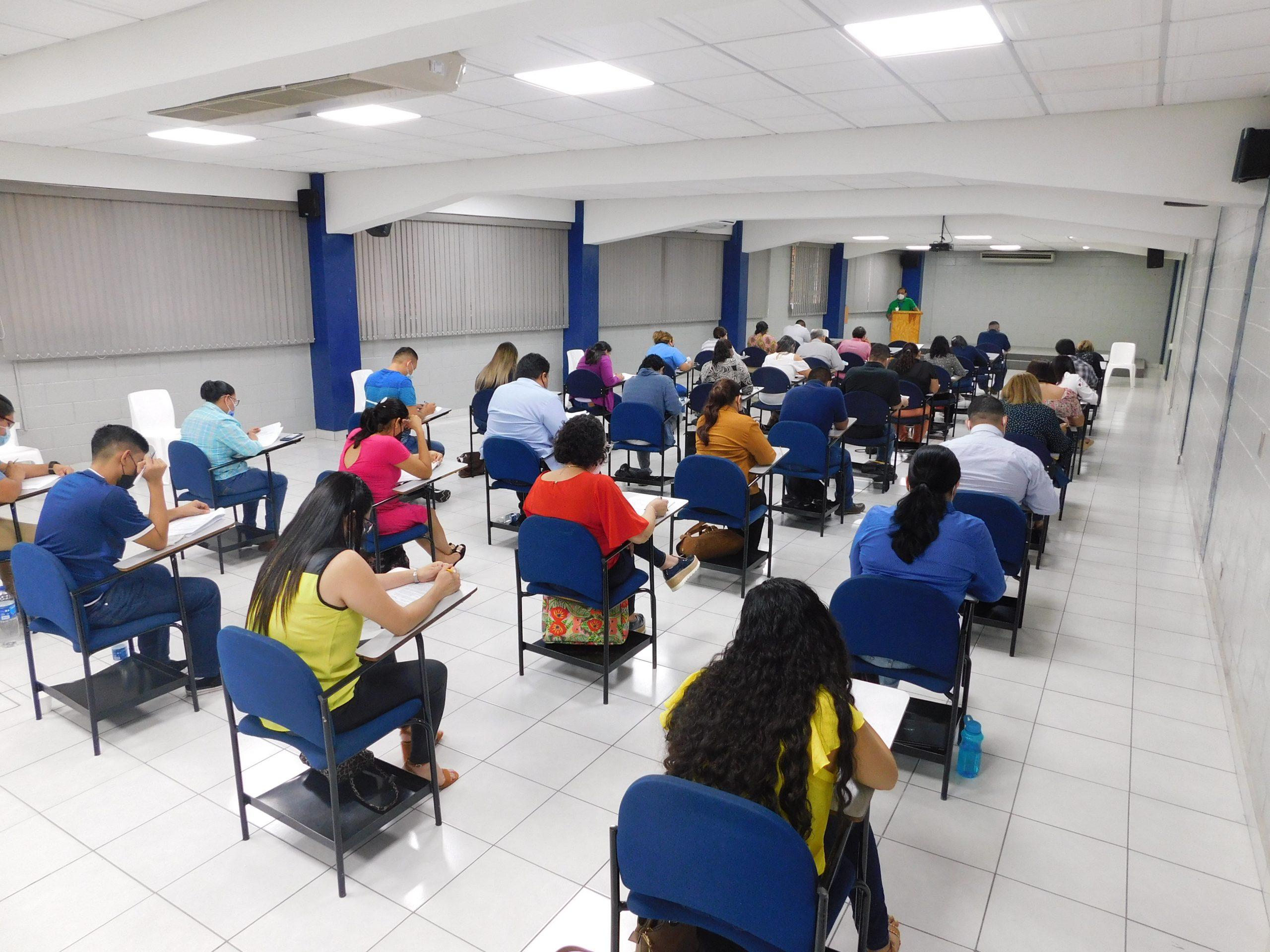 Postulantes rinden examen de suficiencia del Proceso de Certificación