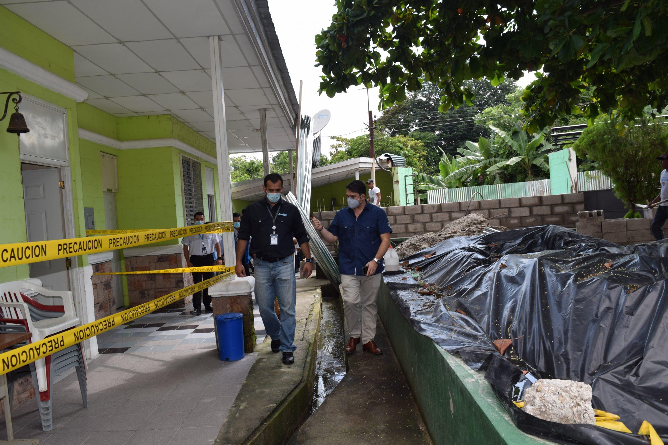 Funcionarios de FOSALUD y CNA inspeccionan inicio de obras en La Esperanza
