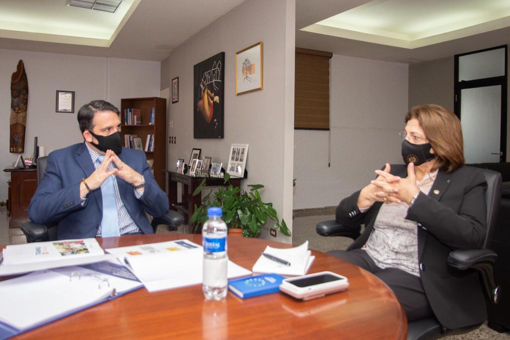 Director Ejecutivo sostuvo reunión con Ministra de Educación
