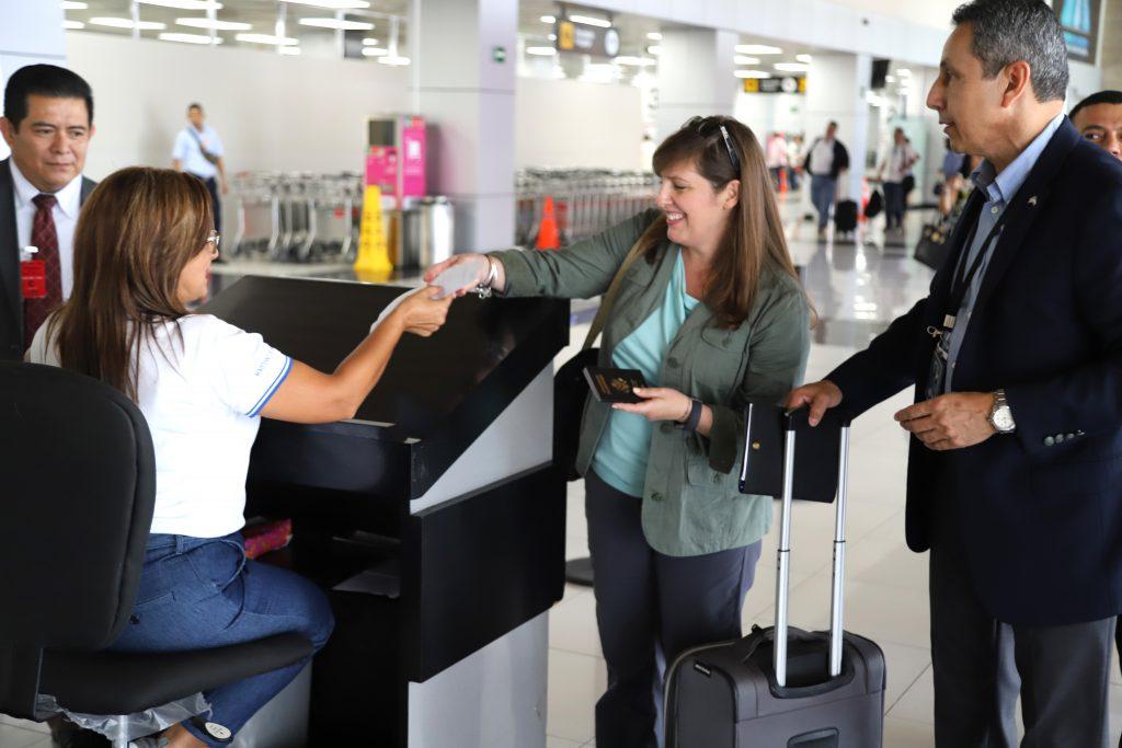 Verifican control biométrico en Aeropuerto de El Salvador