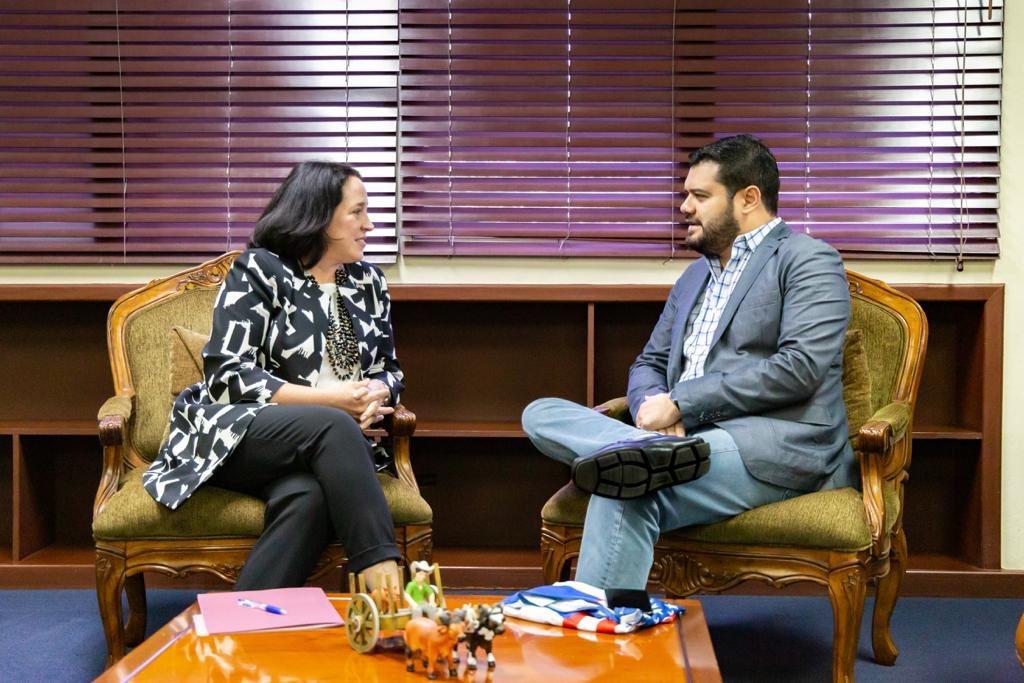 Ministro de Seguridad Rogelio Rivas sostiene encuentro con Embajadora de Estados Unidos