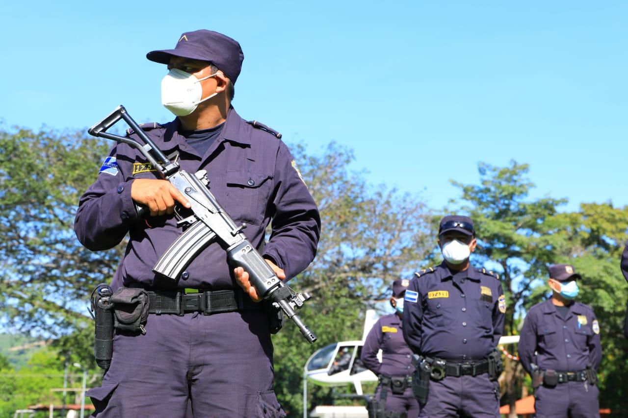 Previo a evento electoral Ministro Rogelio Rivas anuncia suspensión de licencias para policías