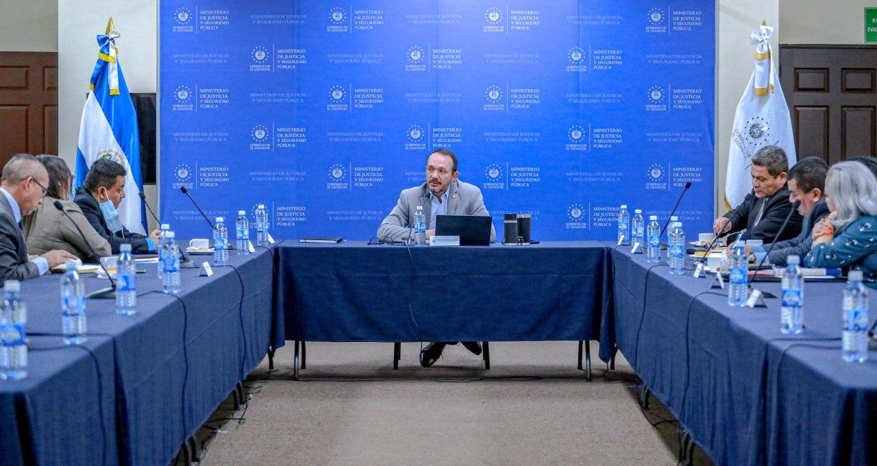 Ministro Gustavo Villatoro se reúne con aplicadores de justicia