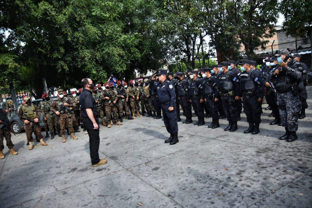 Ministro Gustavo Villatoro despliega amplio operativo en colonias de Soyapango