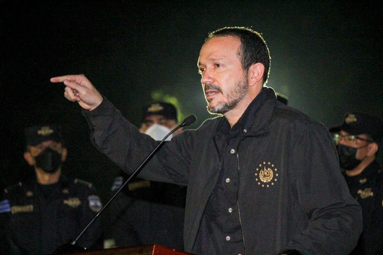 Ministro Gustavo Villatoro junto a titulares de Policía y Fiscalía acompañaron operativo antidelincuencial en Sonsonate