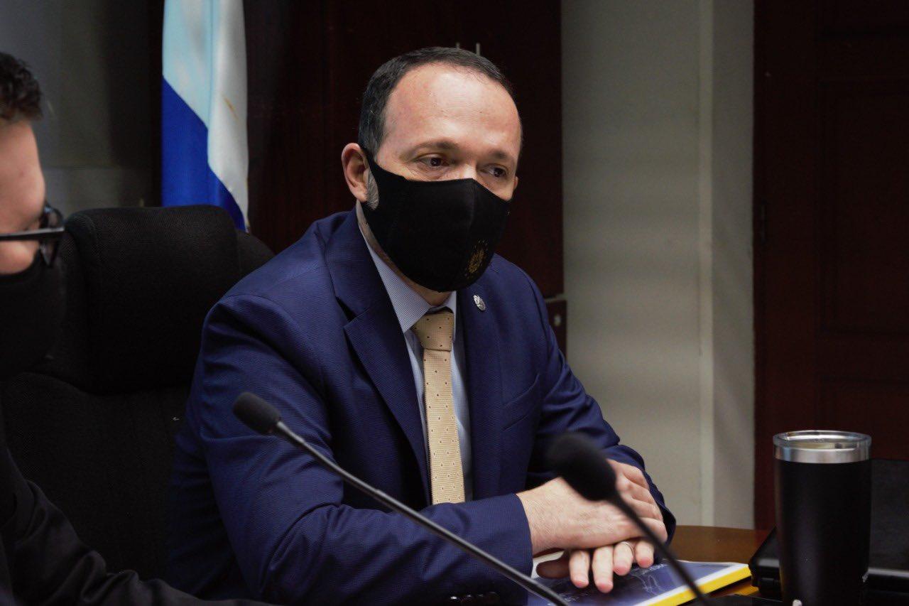 Ministro Gustavo Villatoro anuncia cambios en leyes sobre armas de fuego y utilización de menores para delinquir