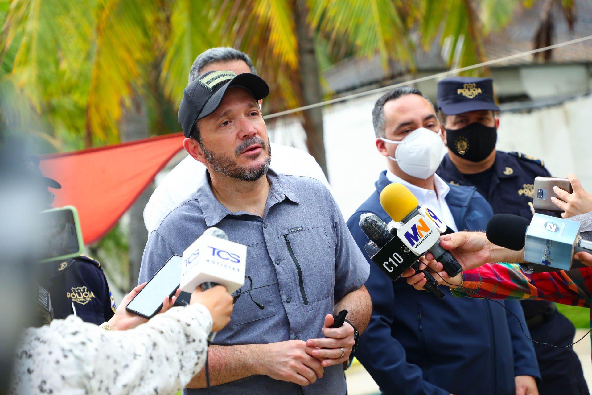 Ministro Gustavo Villatoro verifica procedimiento antinarcotráfico en La Paz