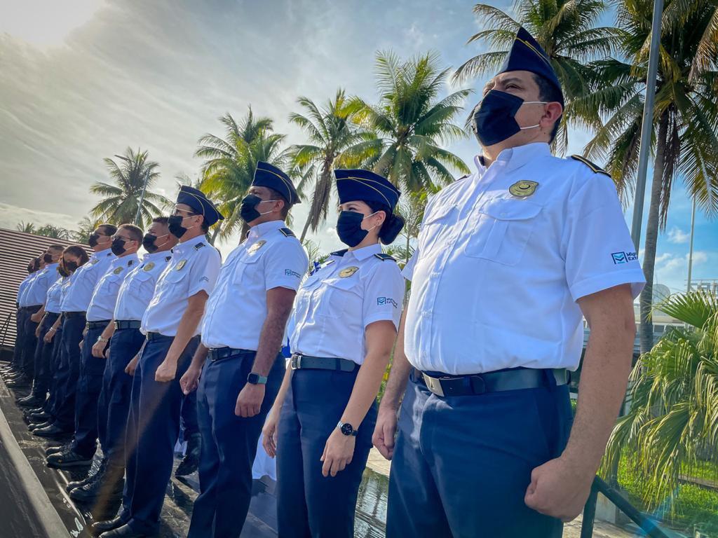 Reconocimiento a oficiales migratorios