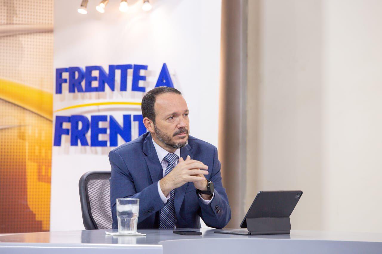 Estructura desarticulada la madrugada de este jueves tiene que ver con el tema de importación de vehículos usados y falsificación de documentos, afirma ministro Gustavo Villatoro