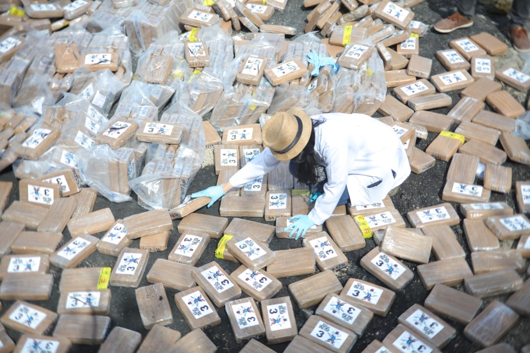 Destruyen 1,370 kilogramos de cocaína